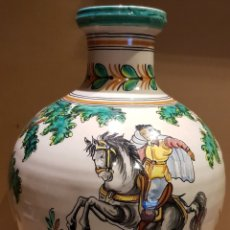 Antigüedades: ESPECTACULAR JARRÓN / PUENTE DEL ARZOBISPO / CON FIRMA / M A ( MANUEL ÁLVAREZ ) 45 CM / PERFECTO.. Lote 182839883