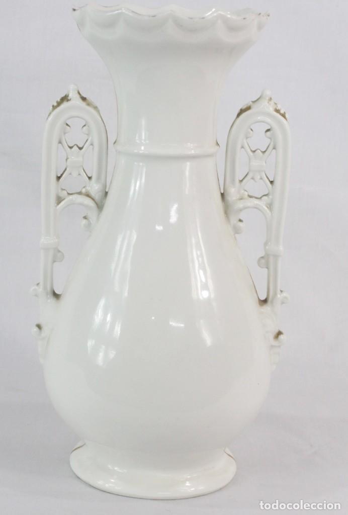 Antigüedades: Gran y precioso violetero de porcelana vitrificada, s XIX época isabelina. Al oro fino. - Foto 6 - 182840666
