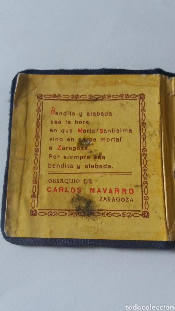 Antigüedades: ANTIGUA CARTERITA CON MEDALLA DE LA VIRGEN DEL PILAR, OBSEQUIO CARLOS NAVARRO, ZARAGOZA - Foto 3 - 182843197