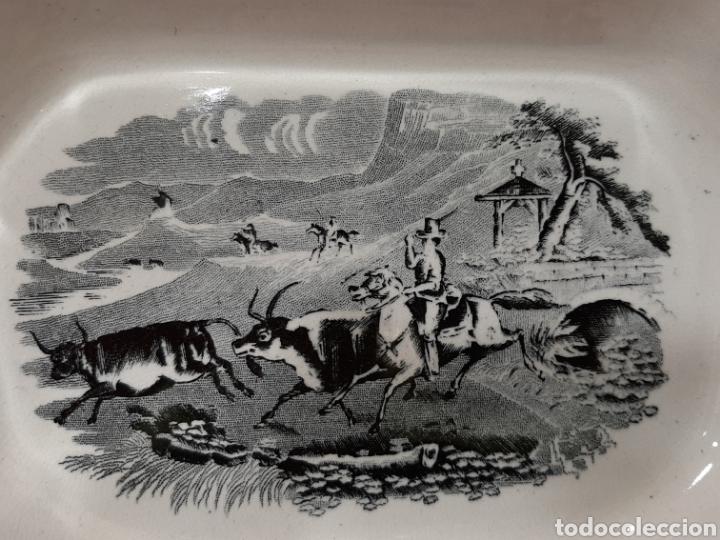 Antigüedades: ANTIGUA FUENTE OCHAVADA DE CARTAGENA, VALARINO. ESCENA DE CAZA. - Foto 2 - 182848497