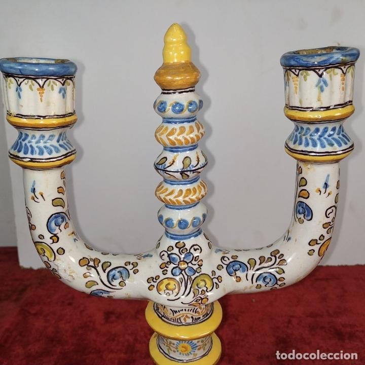 Antigüedades: PAREJA DE CANDELABROS DE 2 LUCES. MARCAS DE CERÁMICA DE TALAVERA. ESPAÑA. SIGLO XX - Foto 2 - 182851986