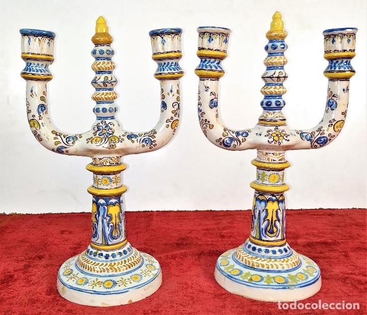 PAREJA DE CANDELABROS DE 2 LUCES. MARCAS DE CERÁMICA DE TALAVERA. ESPAÑA. SIGLO XX (Antigüedades - Porcelanas y Cerámicas - Talavera)