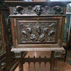 Antigüedades: BARGUEÑO ESPAÑOL PAPELERA TALLADO CON PIE DE PUENTE. CAJONERA. . Lote 182857343