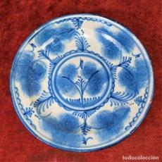 Antigüedades: PLATO. CERÁMICA ESMALTADA EN BELLOS TONOS AZULES. CATALUNYA. ESPAÑA. SIGLO XIX. Lote 182868402