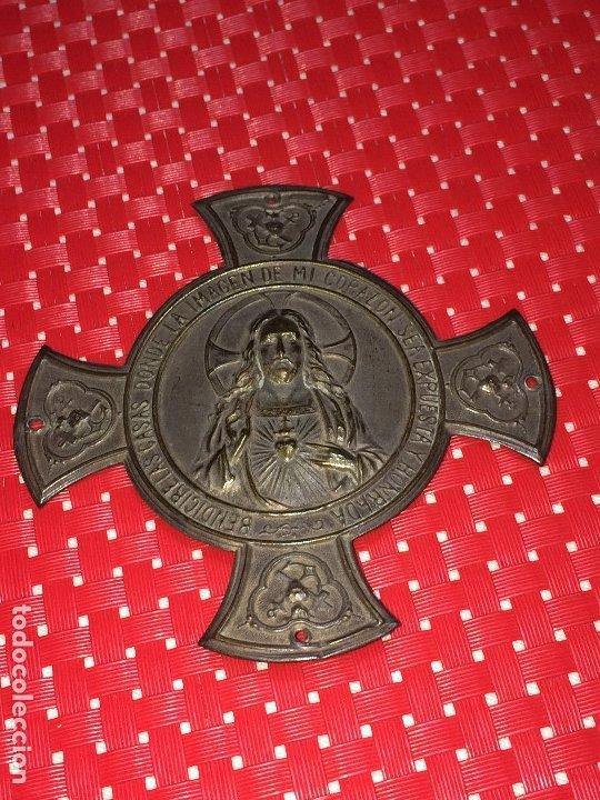 DETENTE SAGRADO CORAZON - ANTIGUO - CHAPA PARA PUERTA - MEDIDAS; 10 X 10 CMS. (Antigüedades - Religiosas - Orfebrería Antigua)