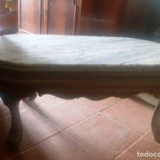 Antigüedades: MESA BAJA DE SALÓN EN MADERA PINTADA TALLADA. . Lote 182905157