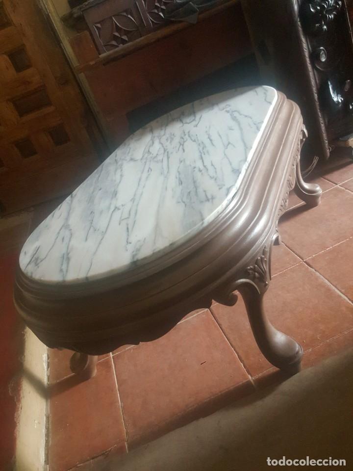 Antigüedades: Mesa baja de salón en madera pintada tallada. - Foto 2 - 182905157