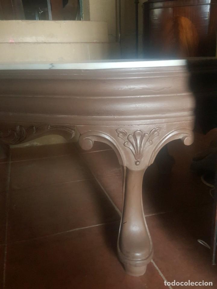 Antigüedades: Mesa baja de salón en madera pintada tallada. - Foto 4 - 182905157