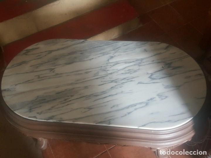 Antigüedades: Mesa baja de salón en madera pintada tallada. - Foto 6 - 182905157