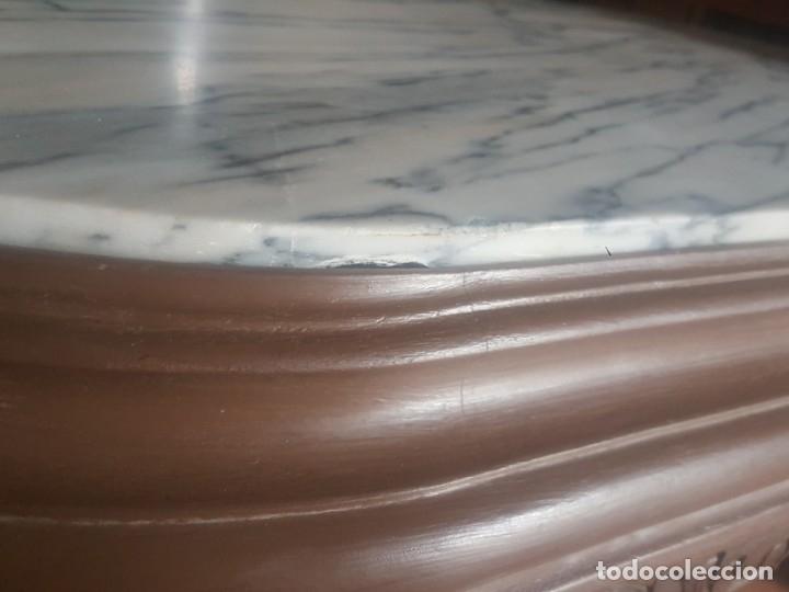 Antigüedades: Mesa baja de salón en madera pintada tallada. - Foto 7 - 182905157