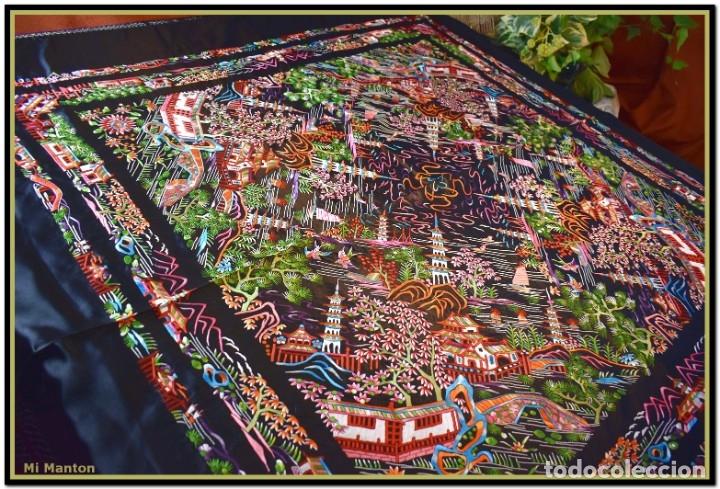 Antigüedades: Mantón de manila negro chinesco con dibujos orientales raso de seda bordado a mano - Foto 6 - 174380234