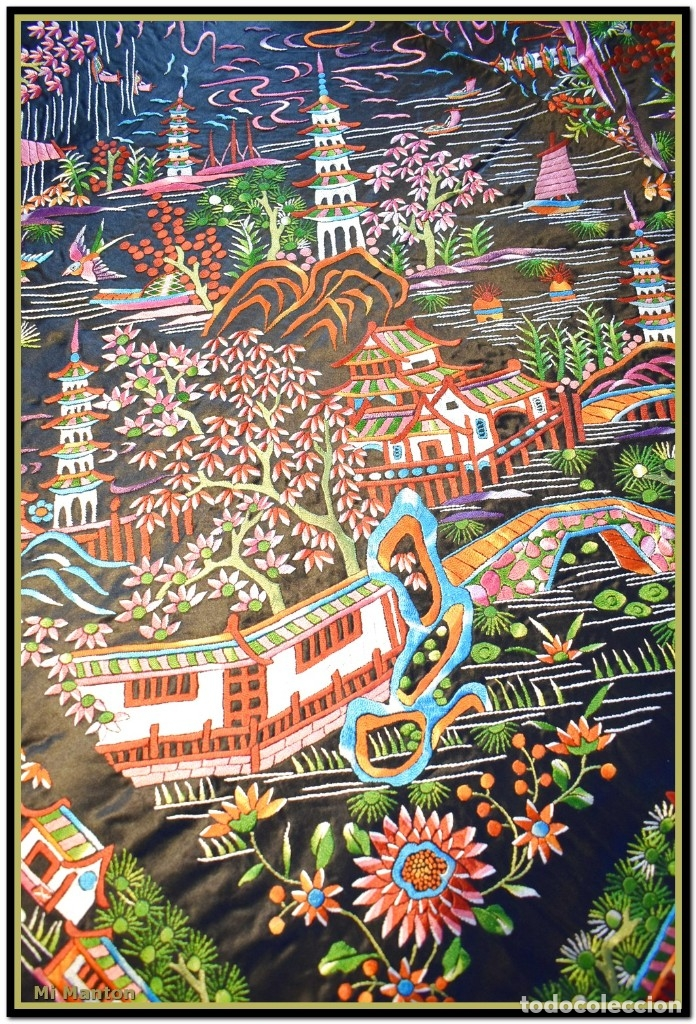 Antigüedades: Mantón de manila negro chinesco con dibujos orientales raso de seda bordado a mano - Foto 3 - 174380234