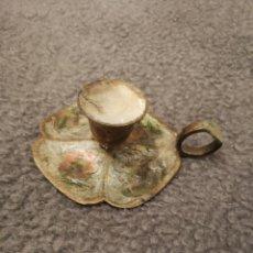 Antigüedades: PORTAVELAS ANTIGUO DE BRONCE. DE LOS 50. Lote 182944787