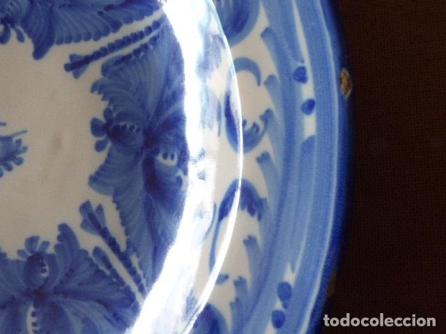 Antigüedades: ANTIGUO PLATO DE MANISES FIRMADO AS. 30 CM DIAM. 3 CM ALT. EL DE LA FOTO. - Foto 4 - 182947911