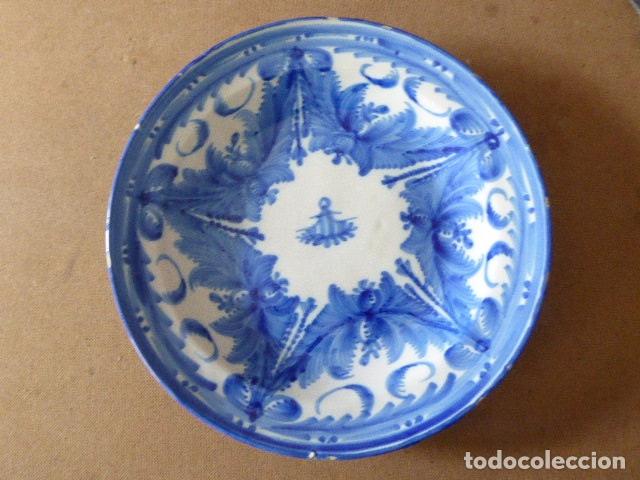 ANTIGUO PLATO DE MANISES FIRMADO AS. 30 CM DIAM. 3 CM ALT. EL DE LA FOTO. (Antigüedades - Porcelanas y Cerámicas - Manises)
