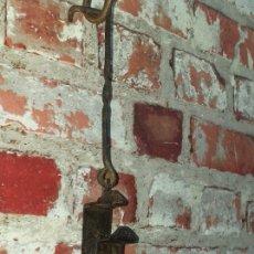 Antigüedades: DOBLE CANDIL DE CHAPA DE HIERRO SIGLO XIX. Lote 182956158