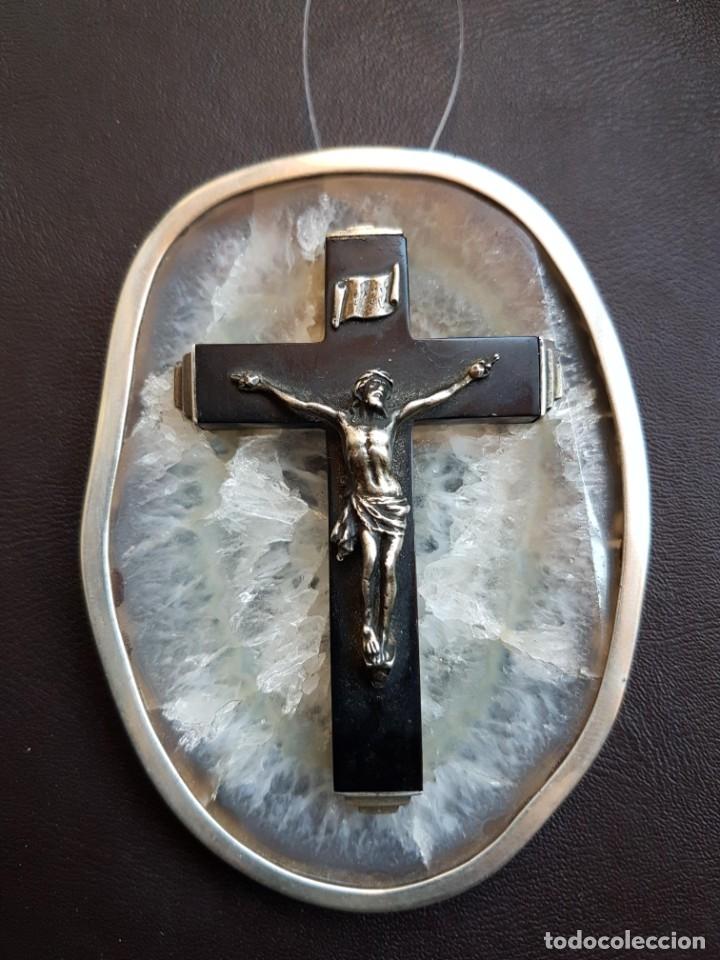 RELICARIO CRISTO EN PLATA CONTRASTADA CRUCIFIJO EN AZABACHE SOBRE PIEDRA DE CUARZO (Antigüedades - Religiosas - Relicarios y Custodias)