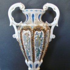 Antigüedades: SOBERBIO Y GRAN JARRÓN PORCELANA DE GENÍS CIRERA (1890-1970). Lote 182974182
