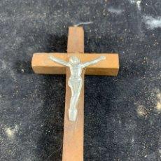 Antigüedades: PEQUEÑO CRISTO CON CRUZ DE MADERA. Lote 182982728