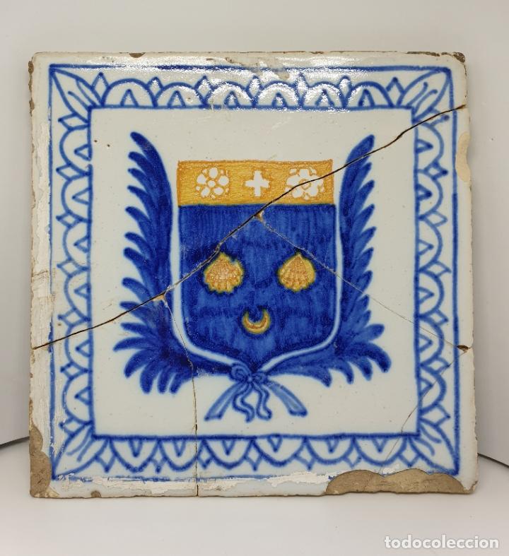 Antigüedades: CURIOSO AZULEJO CON ESCUDO HERALDICO EN CERAMICA DE TRIANA,TALAVERA,MANISES???,S. XVIII-XIX - Foto 4 - 182988957