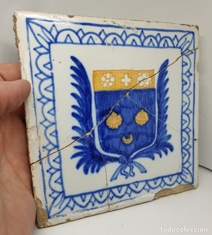 Antigüedades: CURIOSO AZULEJO CON ESCUDO HERALDICO EN CERAMICA DE TRIANA,TALAVERA,MANISES???,S. XVIII-XIX - Foto 7 - 182988957