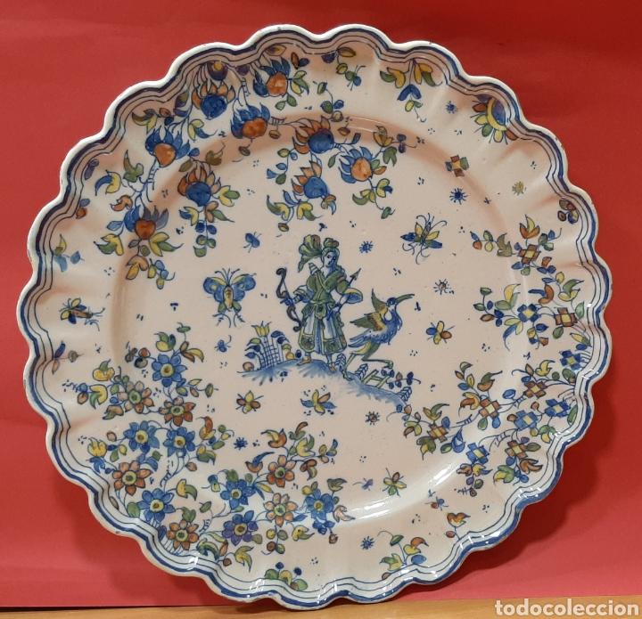 ENORME PLATO DE FAITANAR CON MARCAS. MIDE 44 CM. (Antigüedades - Porcelanas y Cerámicas - Alcora)