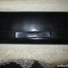 Antigüedades: BOLSO CARTERA DE PIEL. Lote 183003276