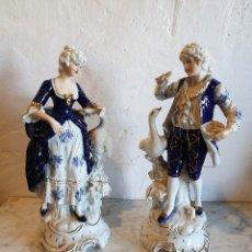 Antigüedades: PAREJA DE FIGURAS EN PORCELANA. Lote 183021178