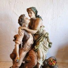 Antigüedades: ANTIGUA FIGURA ROMANTICA DE BISCUIT. Lote 183021736