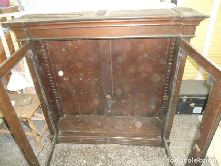 Antigüedades: Parte de arriba aparador antiguo tipo librería de 1883. Lacado, para restaurar. - Foto 4 - 183030441