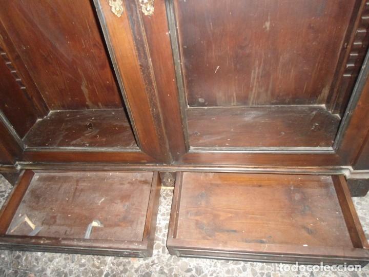 Antigüedades: Parte de arriba aparador antiguo tipo librería de 1883. Lacado, para restaurar. - Foto 7 - 183030441