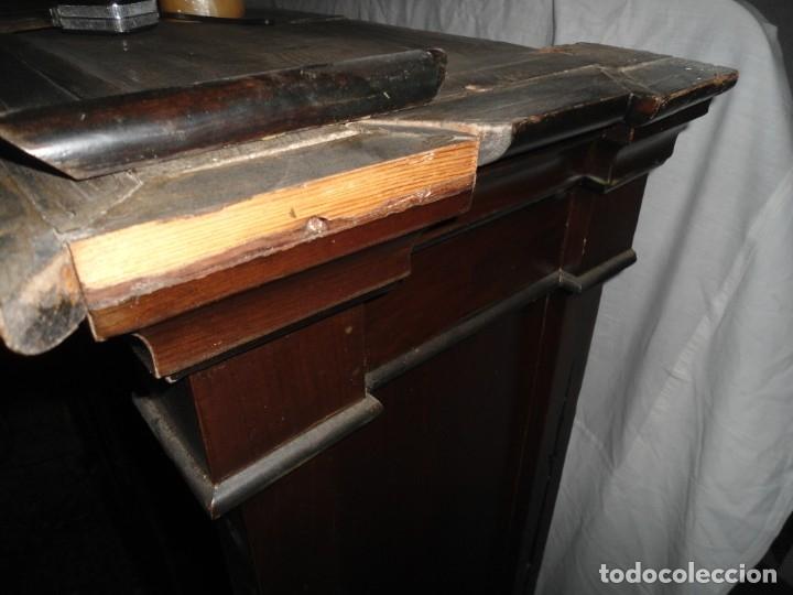 Antigüedades: Parte de arriba aparador antiguo tipo librería de 1883. Lacado, para restaurar. - Foto 10 - 183030441
