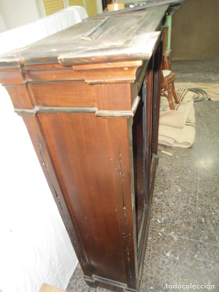 Antigüedades: Parte de arriba aparador antiguo tipo librería de 1883. Lacado, para restaurar. - Foto 11 - 183030441