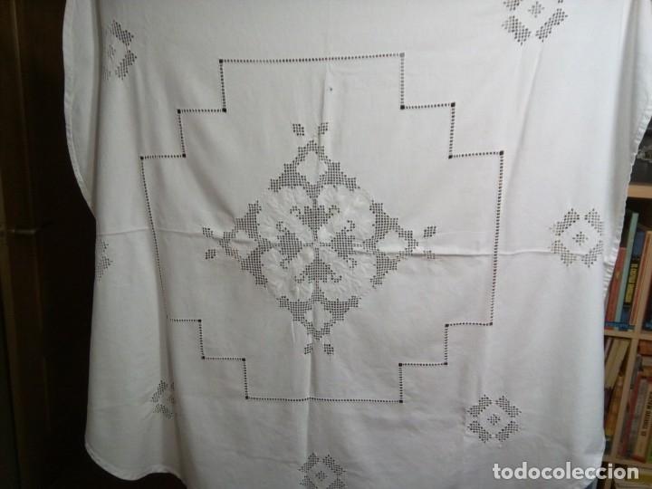 Antigüedades: * MANTEL DE PANAMA BORDADO A MANO. 1,50 M. (Rf:E-35/c) - Foto 4 - 183073090