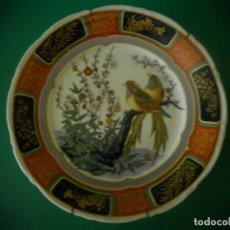 Antigüedades: PLATO ORIENTAL CON SELLO CHINO ROJO IMAGEN AVES. Lote 183075826