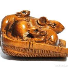 Antigüedades: NETSUKE JAPONES DE MADERA, FIRMADO, RATONES EN CESTA , PERIODO MEIJI. Lote 183085831