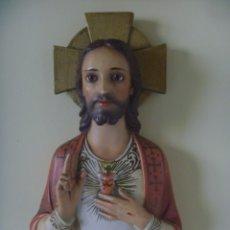 Antigüedades: ANTIGUO SAGRADO CORAZÓN DE JESUS CON LLAGAS IMAGEN RELIGIOSA OJOS CRISTAL TIPO OLOT OPORTUNIDAD. Lote 183174221
