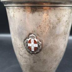 Antigüedades: VASO DE PLATA CON INSIGNIA DE CRUZ. Lote 183203066