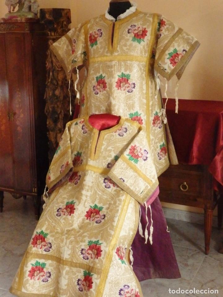 Antigüedades: Pareja de dalmáticas confeccionadas en seda brocada con oro y otras sedas. S. XIX. - Foto 2 - 183208772