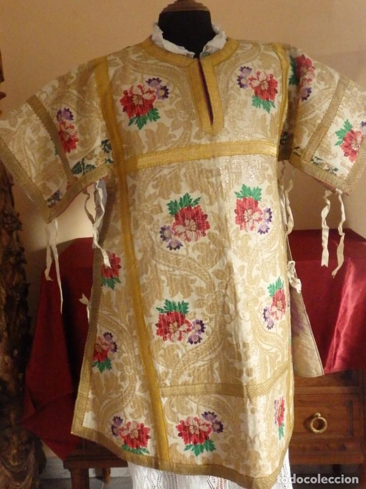 Antigüedades: Pareja de dalmáticas confeccionadas en seda brocada con oro y otras sedas. S. XIX. - Foto 3 - 183208772