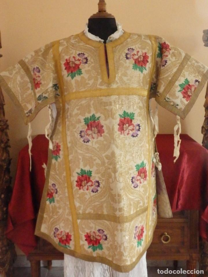 Antigüedades: Pareja de dalmáticas confeccionadas en seda brocada con oro y otras sedas. S. XIX. - Foto 4 - 183208772