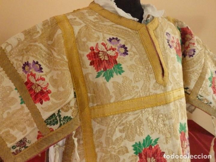 Antigüedades: Pareja de dalmáticas confeccionadas en seda brocada con oro y otras sedas. S. XIX. - Foto 15 - 183208772