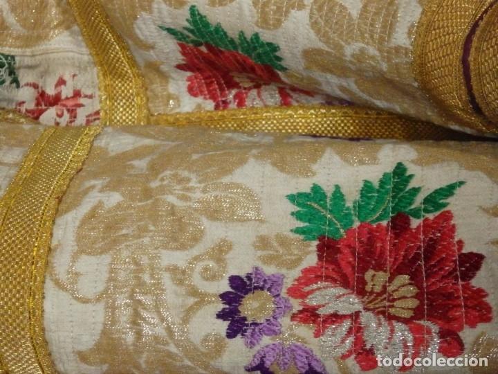 Antigüedades: Pareja de dalmáticas confeccionadas en seda brocada con oro y otras sedas. S. XIX. - Foto 23 - 183208772
