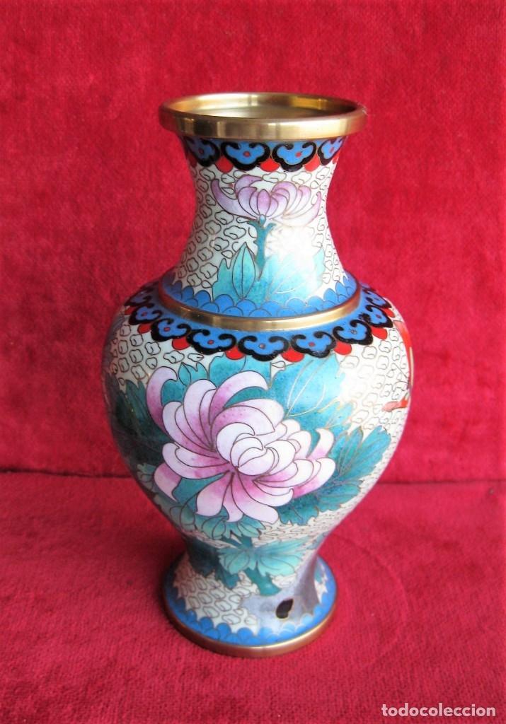 Antigüedades: JARRÓN CHINO EN BRONCE CLOISONNE DECORADO FLORAL EN BUEN ESTADO - Foto 3 - 183263905