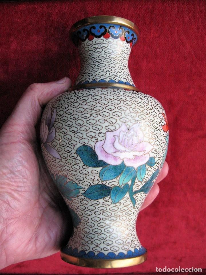 Antigüedades: JARRÓN CHINO EN BRONCE CLOISONNE DECORADO FLORAL EN BUEN ESTADO - Foto 6 - 183263905