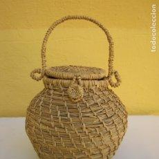 Antigüedades: ANTIGUA CESTA VALENCIANA TEJIDA EN PAJA DE ARROZ. FRUTOS SECOS. Lote 183274793