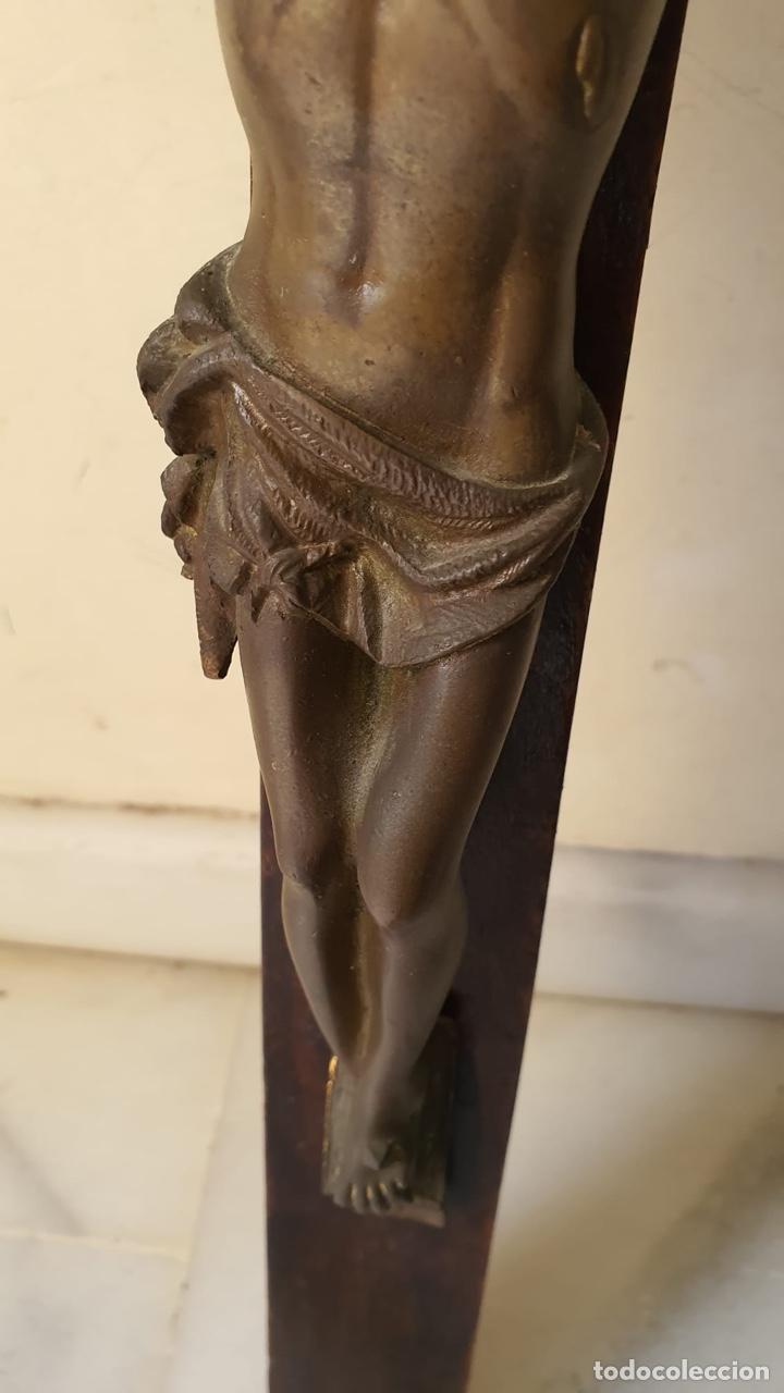 Antigüedades: Bonito crucifijo de colegio, bronce y madera, finales del XIX - Foto 4 - 183276763