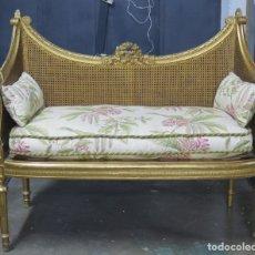 Antiquités: ANTIGUO SILLON DE MADERA EN PAN DE ORO. ESTILO LUIS XVI. SIGLO XIX. Lote 183281753