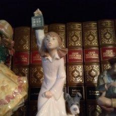 Antigüedades: FIGURA NAO LLADRO NIÑA CON FAROL Y PERRO. Lote 183293358