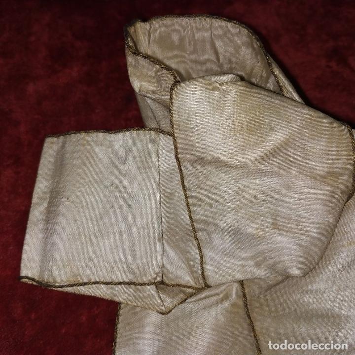 Antigüedades: BANDA TROFEO CERTAMEN LITERARIO DEL COLEGIO MERCANTIL. ESPAÑA. SEDA BORDADA. 1877 - Foto 6 - 183294887